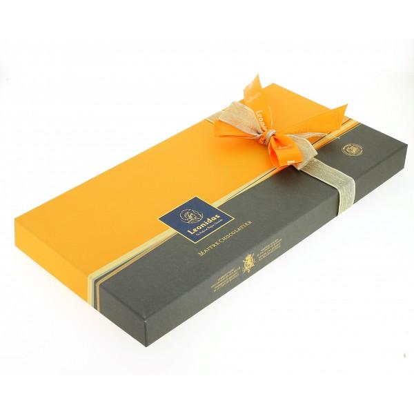 Coffret long Prestige garni de 830g de Chocolats Leonidas
