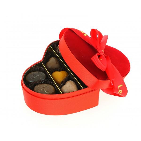 Mini cœur velours 2 étages garni de 205 g de Chocolats Leonidas.