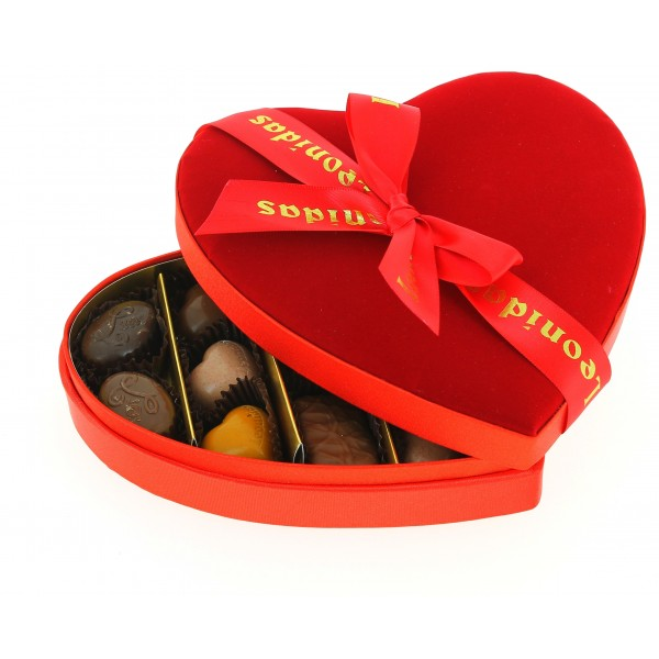 Cœur velours médium garni de 220g de Chocolats Leonidas.