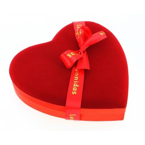 Maxi cœur velours garni de 380 g de Chocolats Leonidas