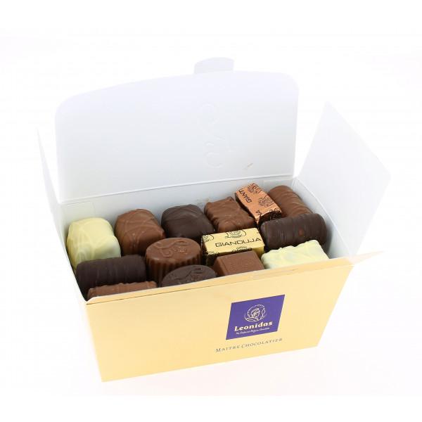 L'étincelant ballotin 500g de chocolats Leonidas assortis.