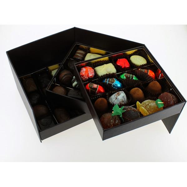Coffret Prestige 3 étages garni de 700g de Chocolats Leonidas.