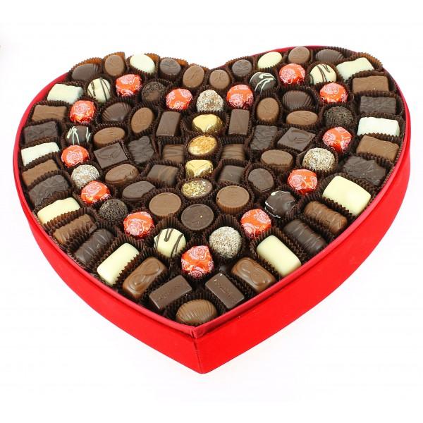 Coeur géant velours rouge garni de Chocolats Leonidas
